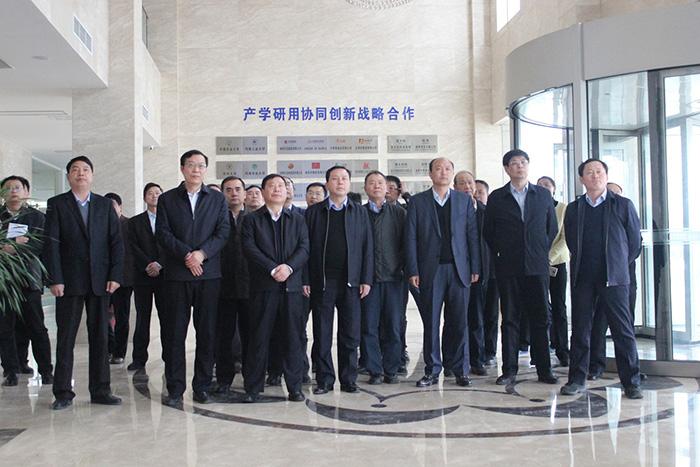 河南省重点项目暨产业转型攻坚观摩组深入河南火狐体育直播平台集团观摩