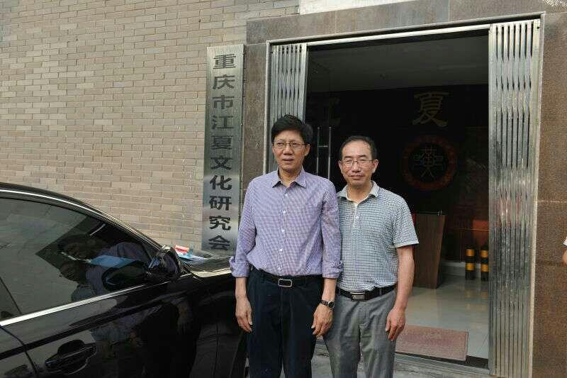 2015年5月14日重慶伊人网在线观看電線有限責任公司黃炳樂董事長與重慶市工商聯黃紅雲主席親切合影
