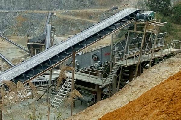 福建閩侯時產800噸凝灰巖破碎篩分生產線