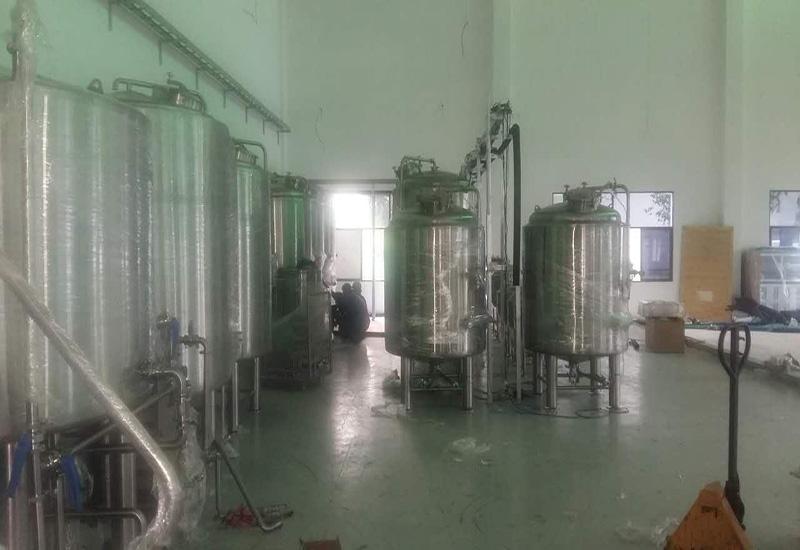 2015年 9月越南1000L 精釀啤酒設備交鑰匙工程完成安裝