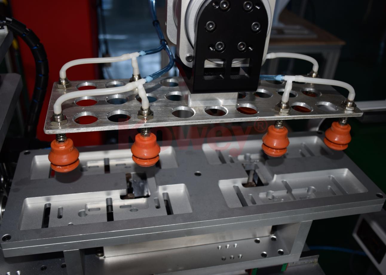機械手治具-注塑自動化-吸盤式取出治具-機械手治具定制