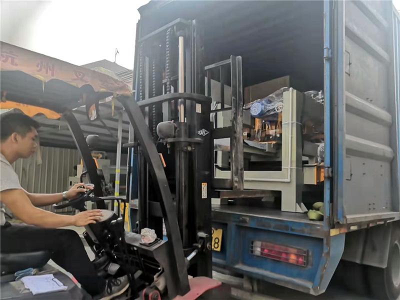 2019年6月份,1米2數控瓷磚全自動內倒角機等發往廣西梧州