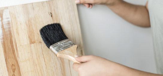 牆壁裝飾中毛刷的使用