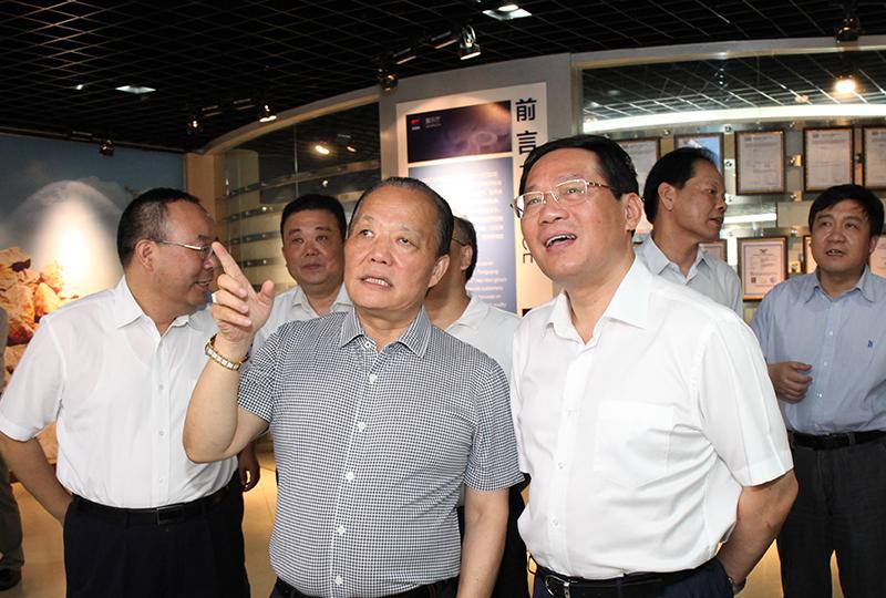中共中央政治局委员、上海市委书记李强,曾于2014年7月视察企业。