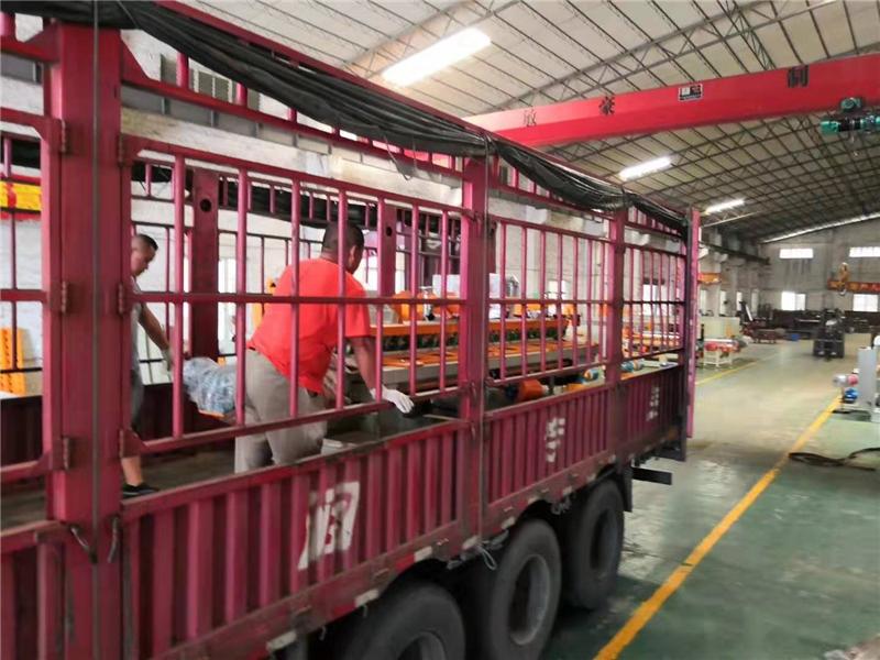 2019年2月份,廣東潮州的盧總訂購的數控切割機及陶瓷流水線架設備發貨