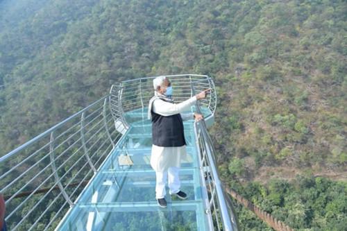 85英尺长,6英尺宽!印度第一座玻璃桥即将开放