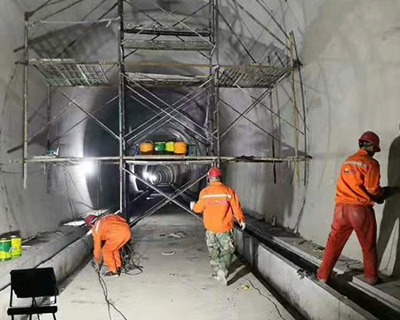 輕軌隧道滲漏水維修