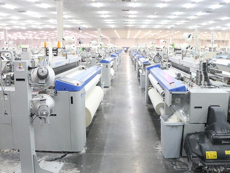 進口的豐田JAT810噴氣織機,更節能、效率更高、速度更快、產品適應性更強。