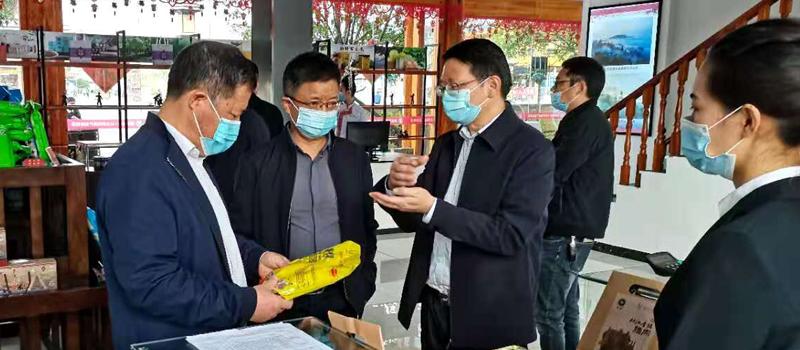 省紀委省監委黨風政風監督室主任郭均一行到貴鹽集團調研