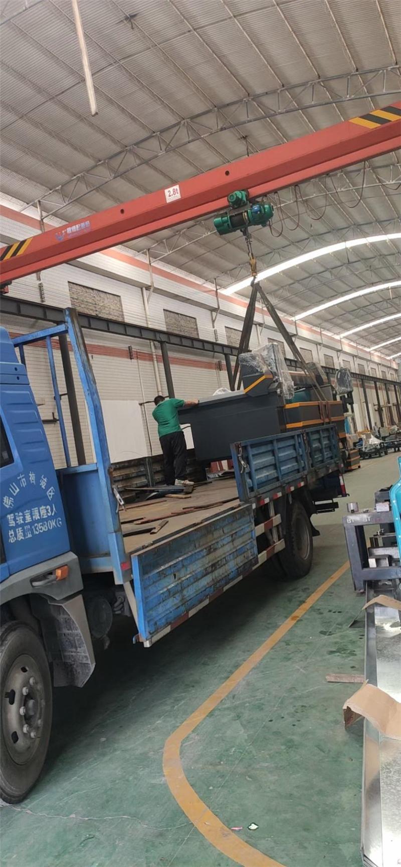 2019年5月份,BT-3020五軸水刀整套設備等發往廣東揭陽