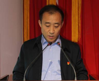 黨委副書記、工會主席劉根明作職代會工作報告