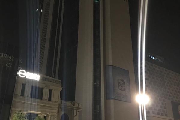 东百中心夜间施工