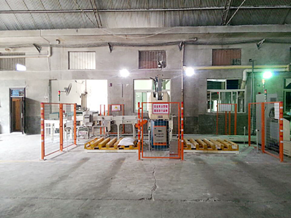 Manipulator stacker crane