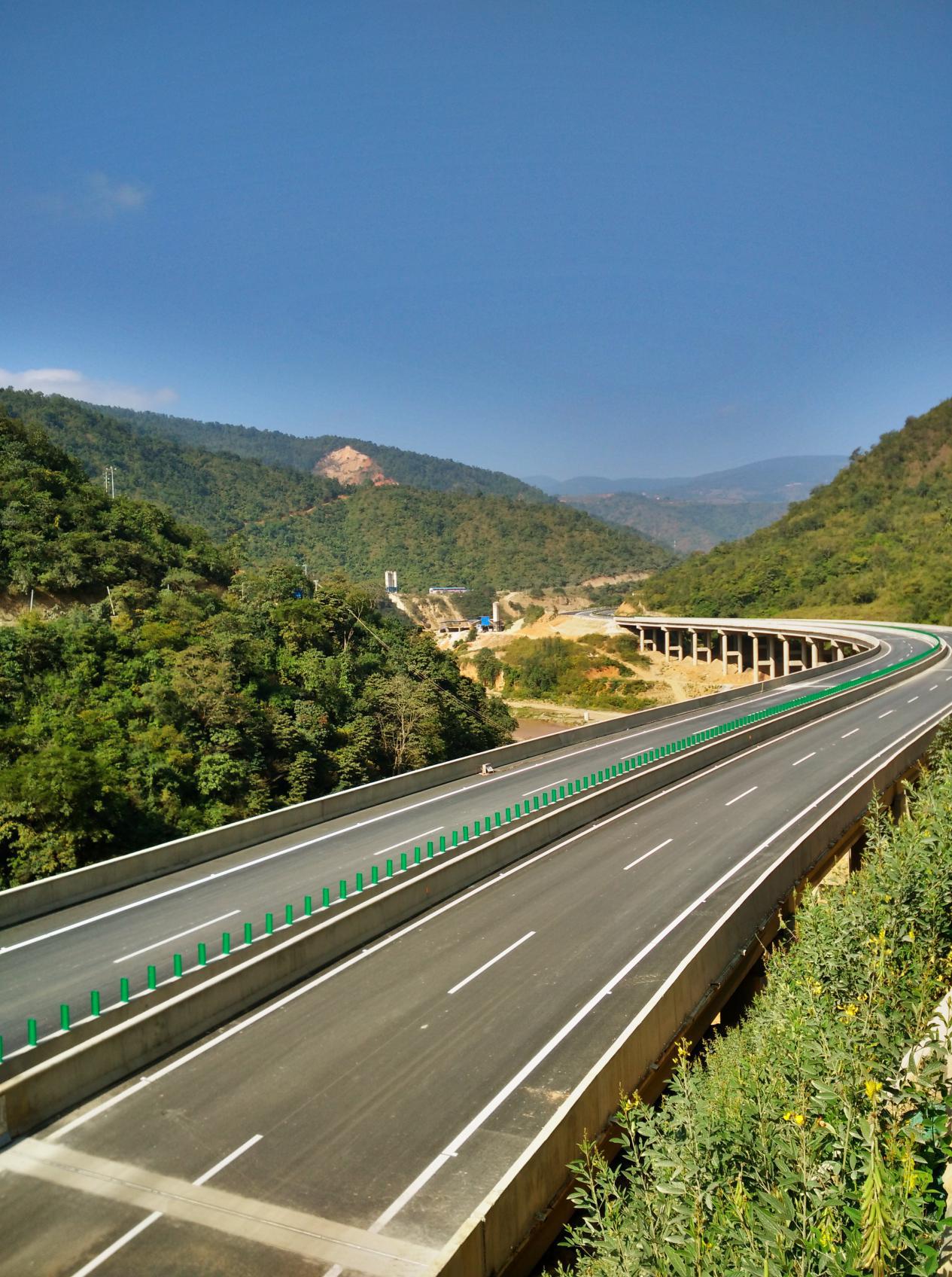 國道323線瑞金-韶關-柳州-臨滄公路石屏至元江(紅龍廠)段高速公路