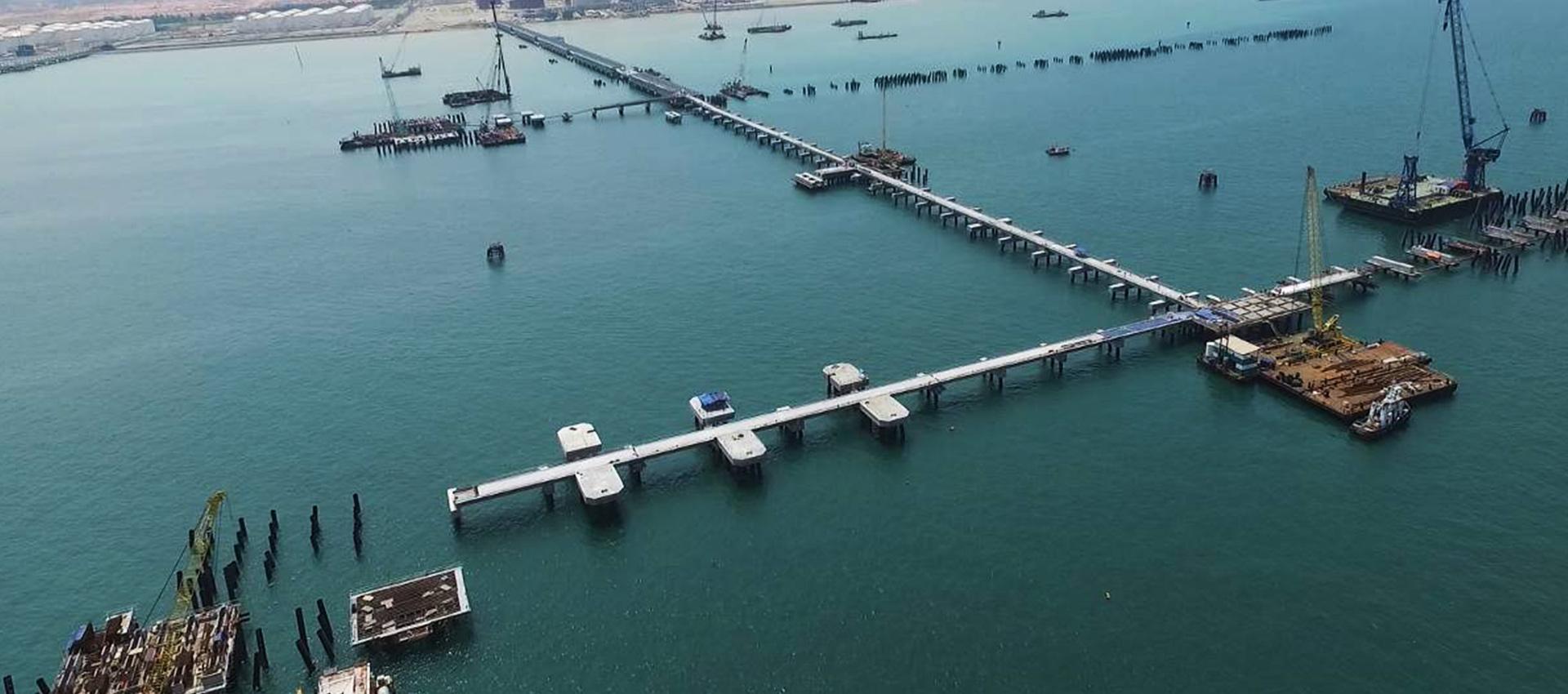 马来西亚边佳兰深水港栈桥管廊工程