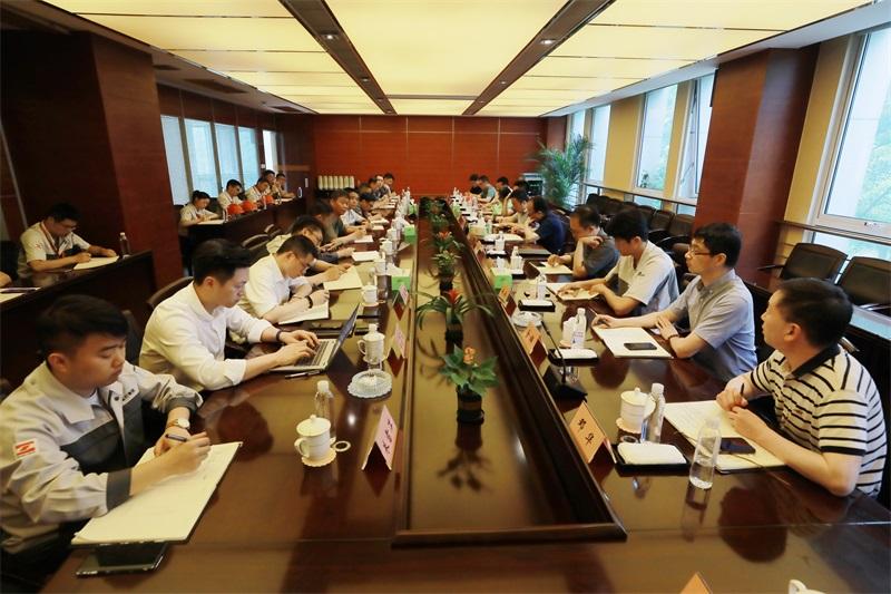 集團董事局主席張毓強一行前往東方特鋼進行現場綜合管理檢查