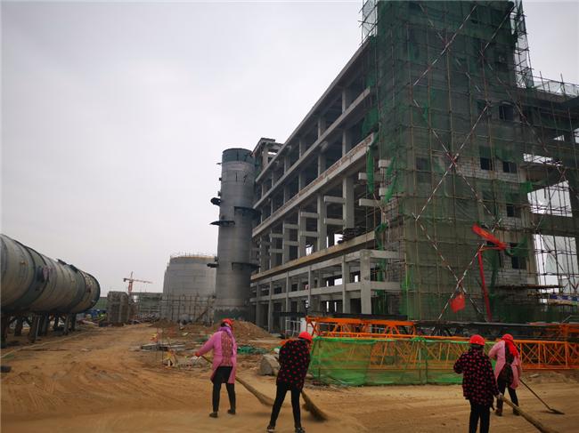 山东菏泽双氧水EPC项目塔器吊装顺利完成