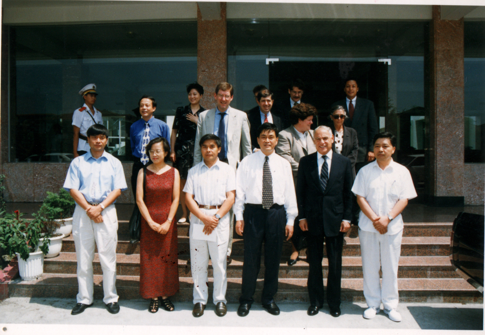 The visit of US Presidential Finance Adviser Harmon (front row, second from right)