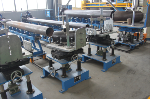 Small & middle diameter pipe multifunctional fitting up station