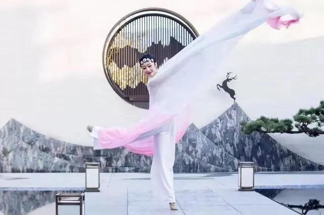 中國古典舞身韻系列課程(一)——元素《提沉》組合