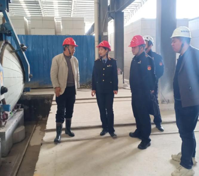 夷陵區市場監管局副局長齊莉娥帶隊到益通鵬程開展特種設備專項檢查
