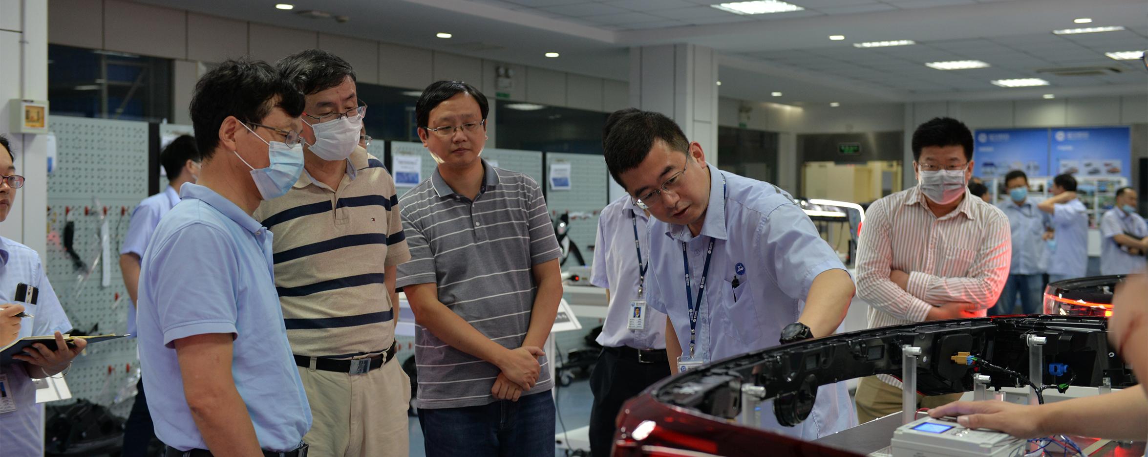 江苏省汽车智能照明系统重点实验室第二次学术委员会成功召开