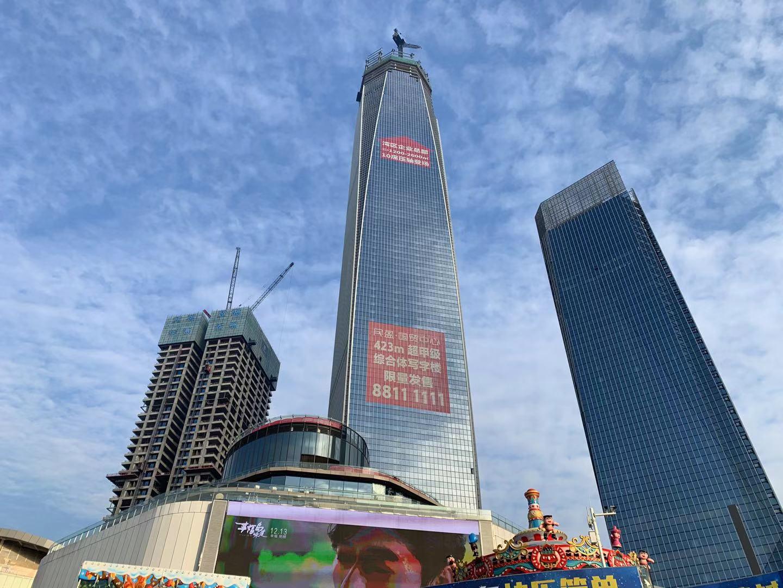中国第一台最高最快井道施工升降机落户东莞国贸T2