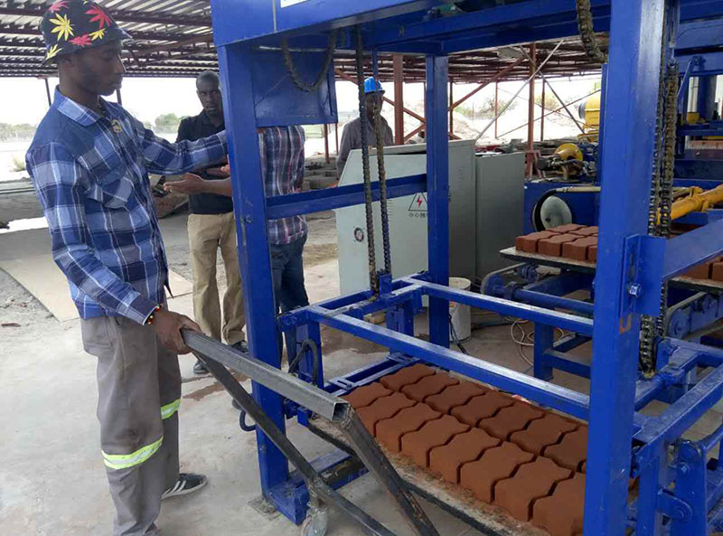 科特迪瓦路面磚生產現場