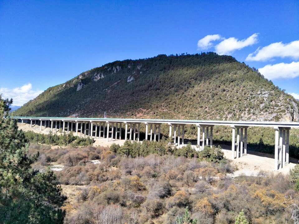 香丽高速烈沙谷大桥