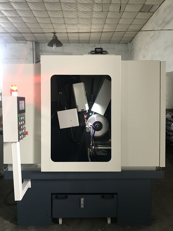 LDX-026(A)封閉式伺服擺角全數控前后角合金圓鋸片磨齒機