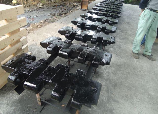 長期為徐州徐工集團生產履帶吊機履帶板鑄件