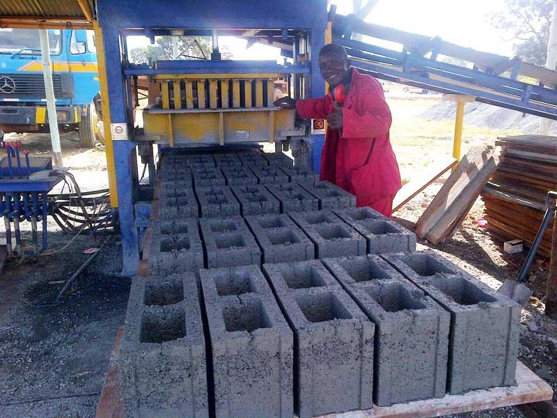 贊比亞砌塊生產現場