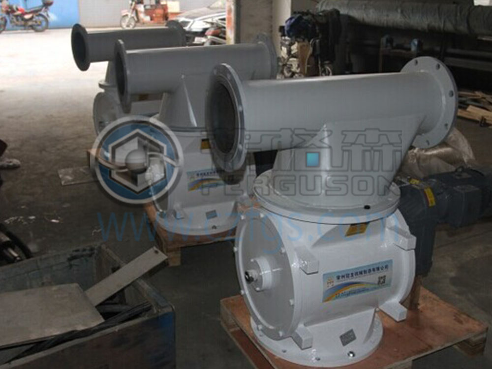 Rotary valve for positive pressure pneumatic conveying