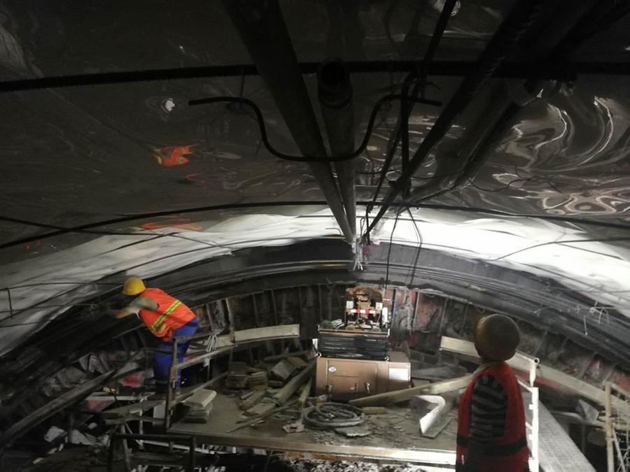 隧道二次襯砌拱部防脫空縱向退管式帶模注漿機工程圖