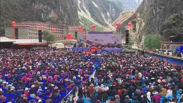 Live Shangri-Lavan concert, and celebrity musicians happy Balagozhong.