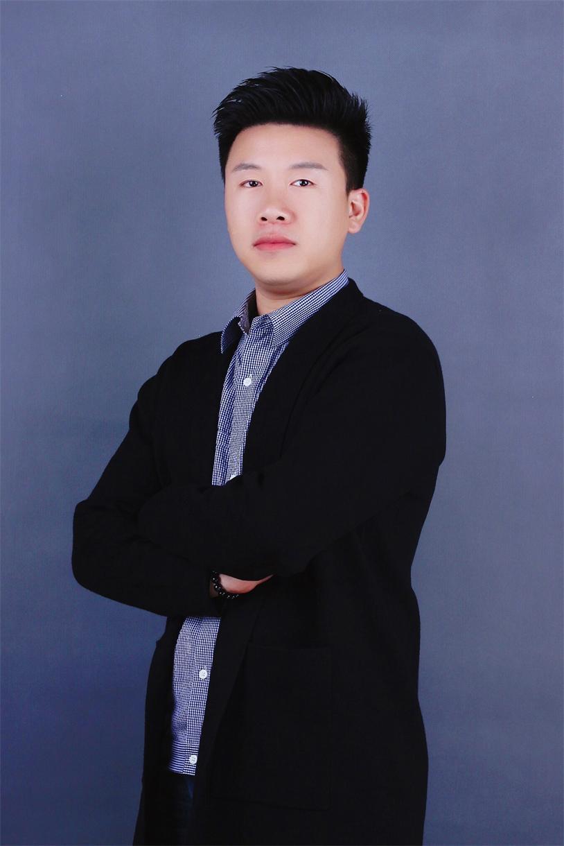 首席设计师梅任