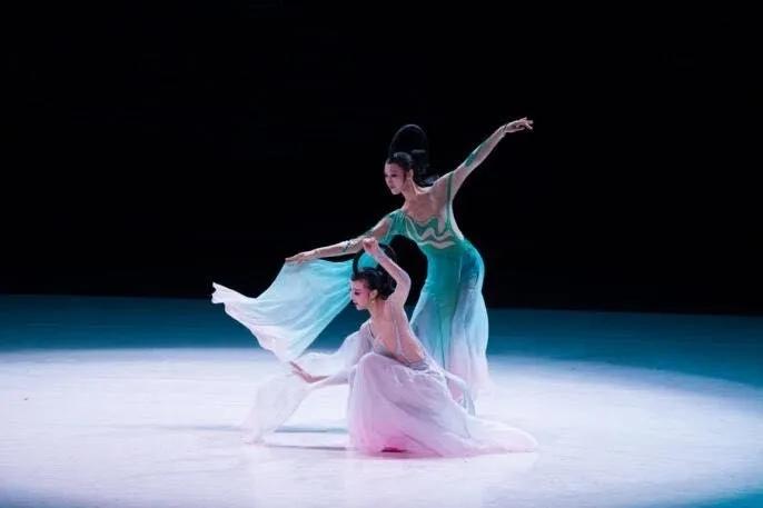 中國古典舞身韻系列課程(二)——元素《沖、靠、橫移》組合