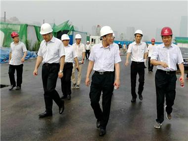 国控集团袁顺兴董事长检查指导国控大厦项目