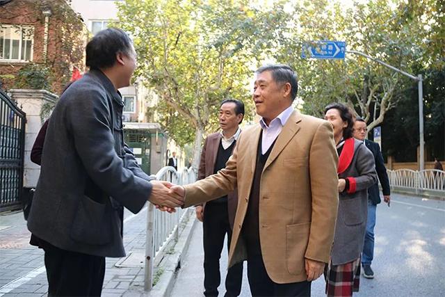 蕪湖企業家代表團蒞臨玉恒堂上??偛繀⒂^指導