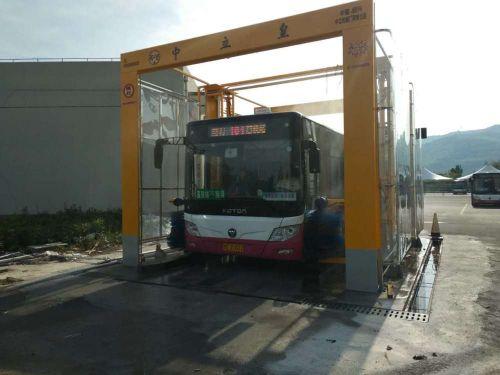 巴士洗車機正式投用 1分鐘洗一輛公交車