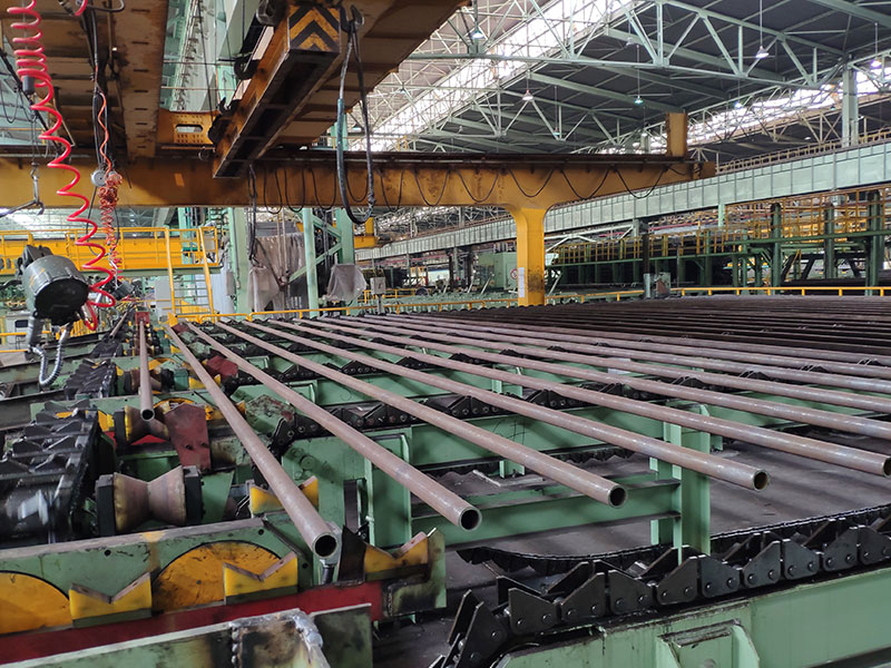Automatic stacking and baling of steel pipes