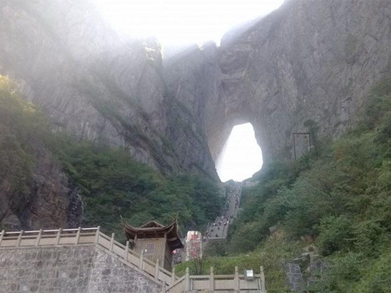 湖南天门山天门洞山体隧道必威体育登录滚球扶梯