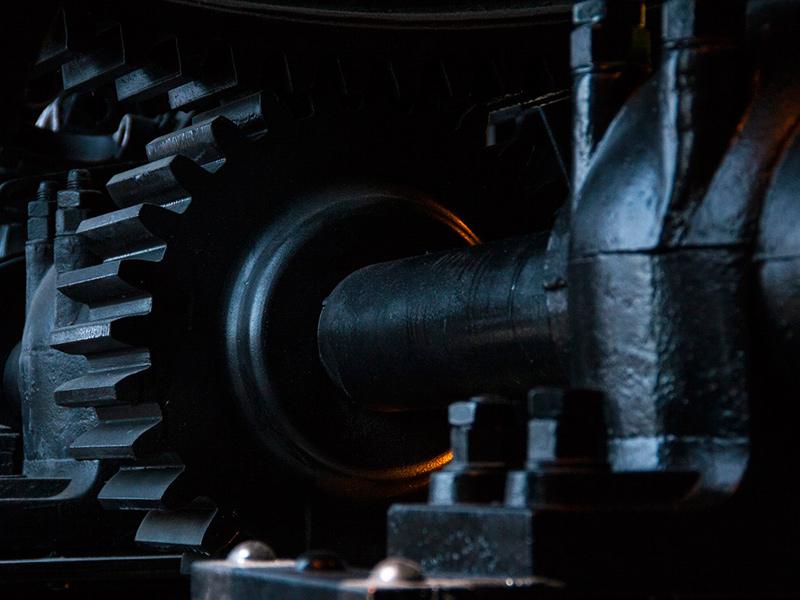 许多机械零件和工程构件,是承受交变载荷工作的。