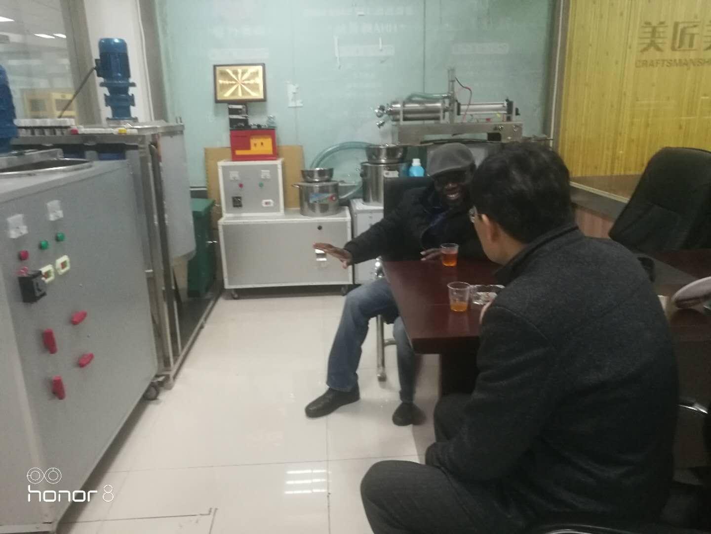 加拿大客戶來公司實地考察洗衣液設備