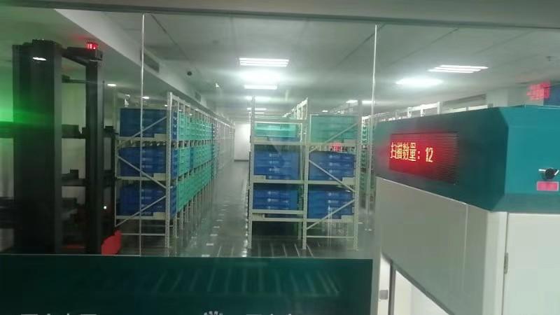 智能立庫貨箱式AGV