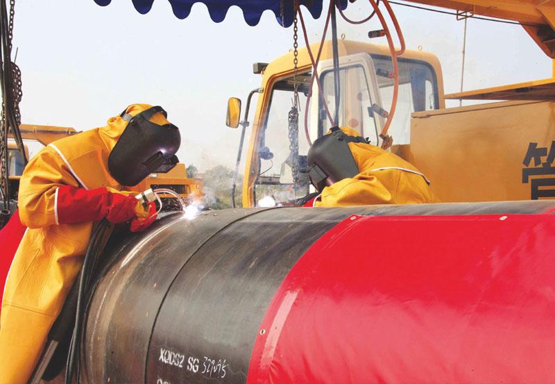 中石油燃气公司咸宁分公司咸宁输气支线管道工程野外管道施工现场