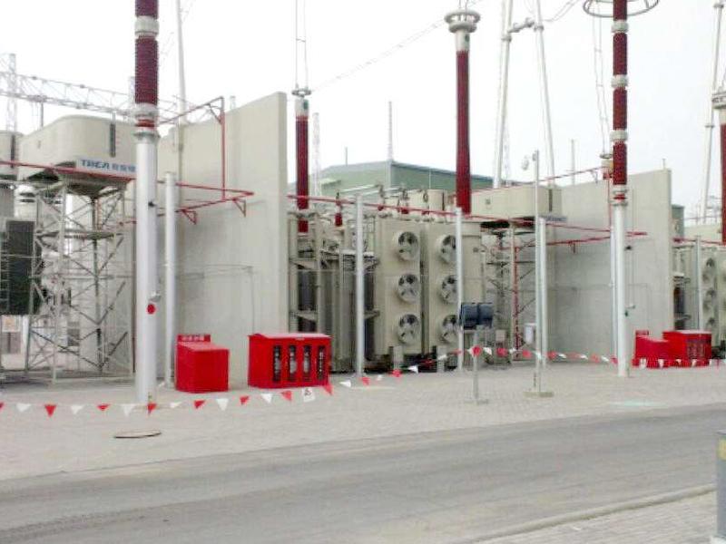 2019年起,我司為亞洲最大的特高壓直流輸電工程-新疆南-鄭州±800KV的送端站(新疆哈密)和受端站(河南中州)供應高品質變壓器油產品