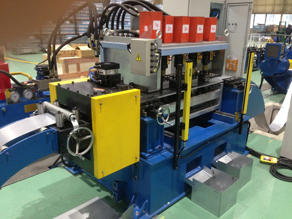 Flexible multi station punching machine