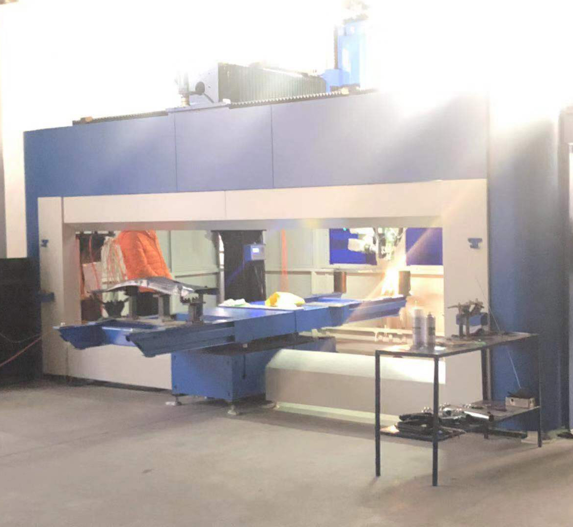Three-dimensional five-axis laser cutting machine