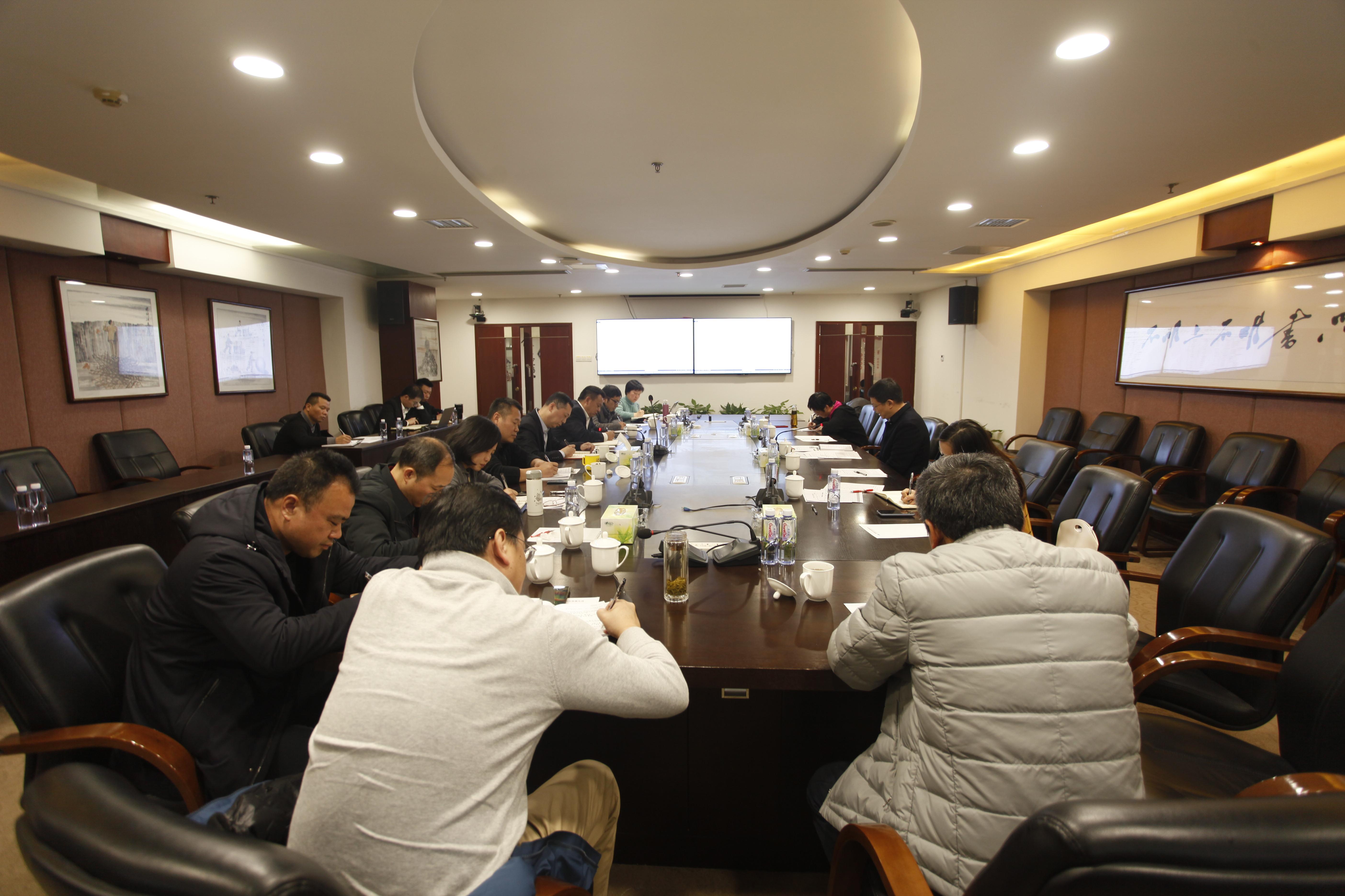 集团党委副书记、总经理龚小波一行到新五丰调研